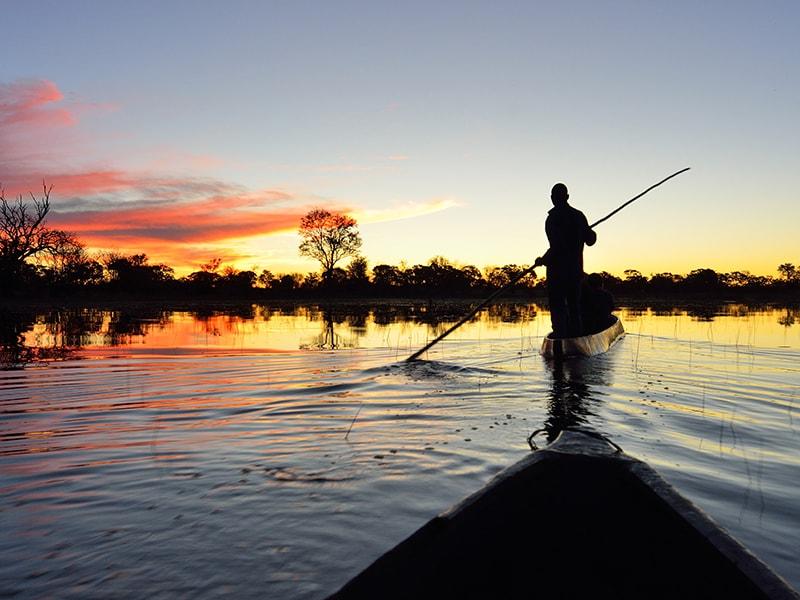 Botswana. Paseos en mokoro o en lancha