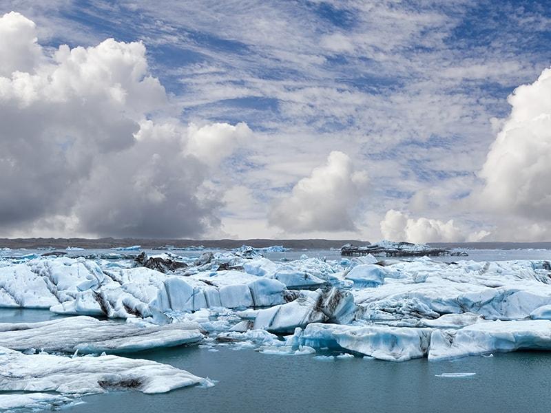 Iceland. Navigate between icebergs