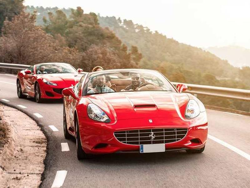 España. Disfruta la oportunidad para conducir un coche de lujo.