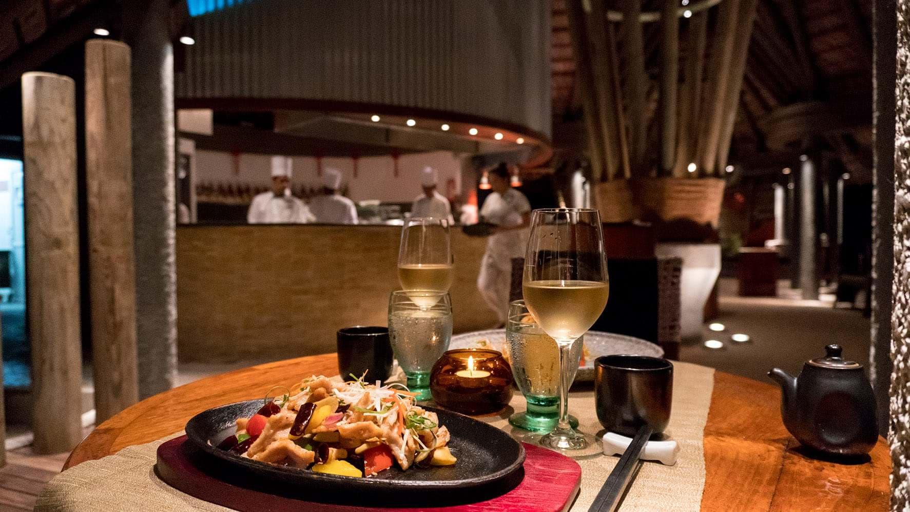 Degustar una gastronomía cinco estrellas en Seychelles en el Restaurante Adam and Eve de Constance Ephelia. Una experiencia única