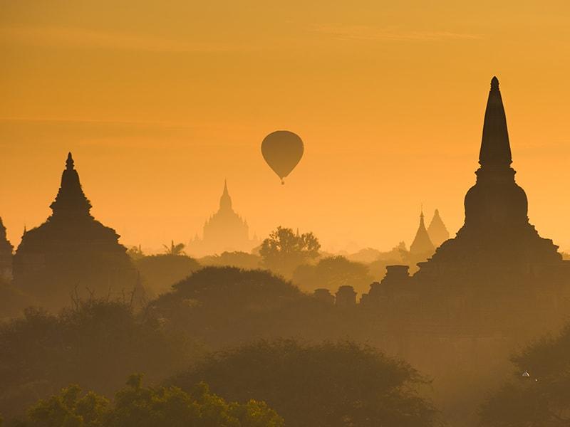 Myanmar. Amanecer en globo