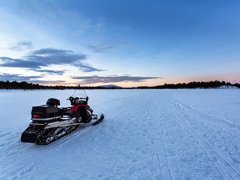 Finlandia. Safari en moto de nieve