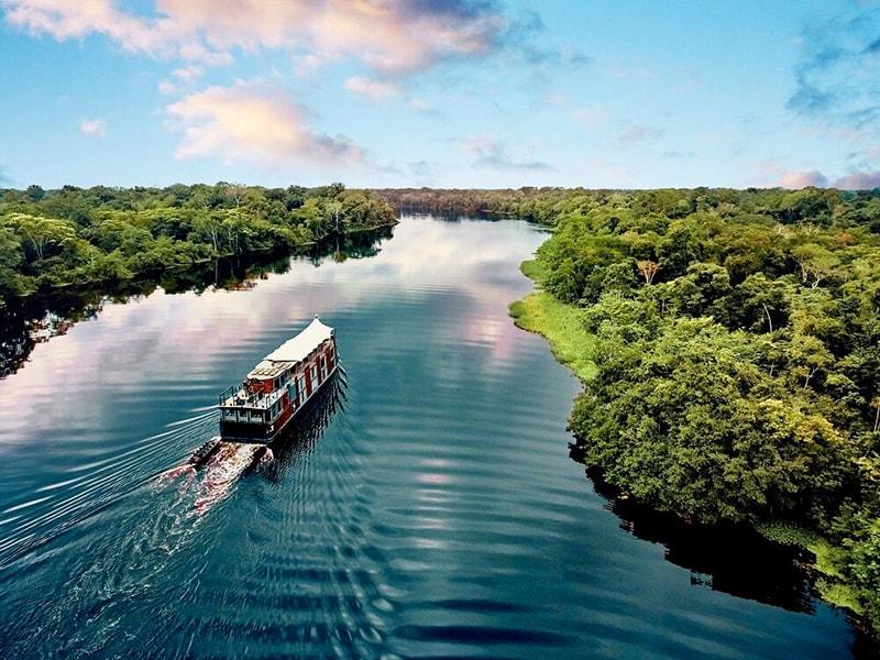 Peru. Cruise aboard the boat Aria Amazon